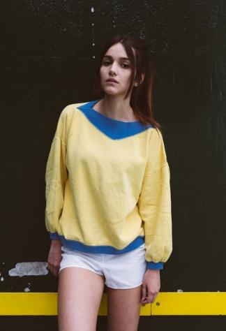 Chica-fronton-amarillo-verde