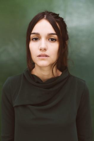 Chica-fronton-verde